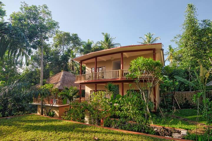 Free Yoga Classes@ Shantitoya Retreat centre - Badung Regency - Apartamento