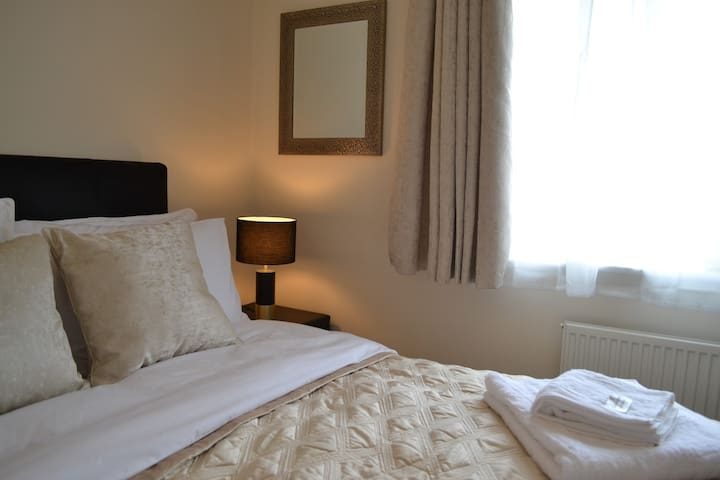 ★ Luxury double, ensuite, breakfast, WiFi, parking