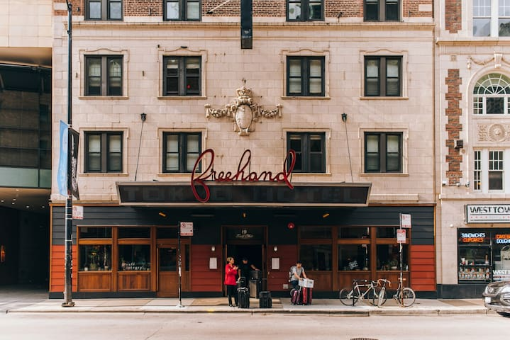 Freehand Chicago is downtown in the heart of River North.  At the intersection of Ohio & State, we are just steps from the Magnificent Mile.