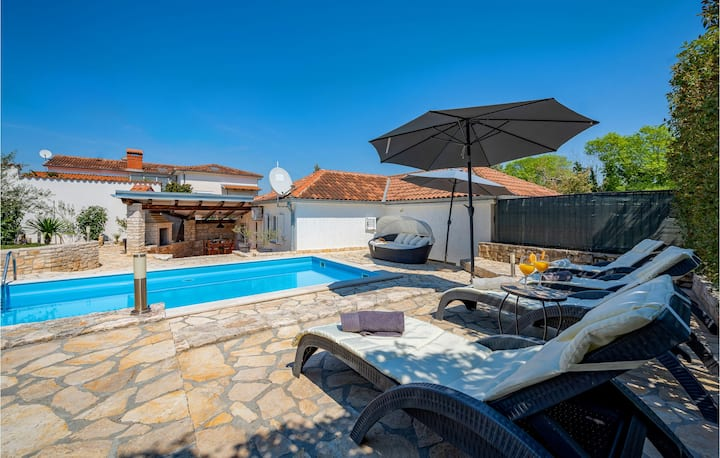 Awesome home in Kanfanar with WiFi and 3 Bedrooms
