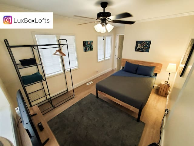 L21 The Indigo at LuxBox Lofts ★ Private Room