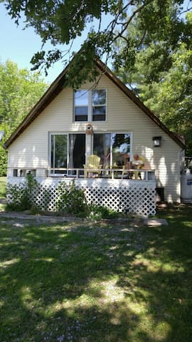 Relaxing Stay at Yellow Finch Cottage