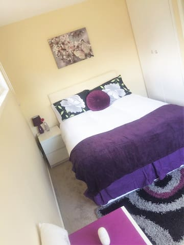 Cosy House Near The City Centre CMK train Station - Two Mile Ash - Huis