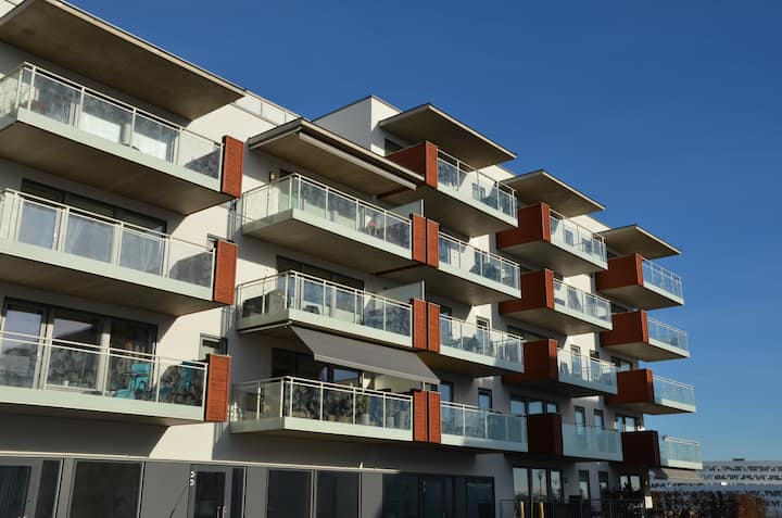 Very sunny and happy apartment with a large balcony in Fornebu. Parking included.