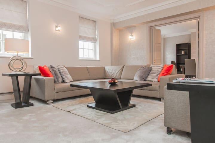 Relaxed 3 BDR Mayfair Apartment near Selfridges