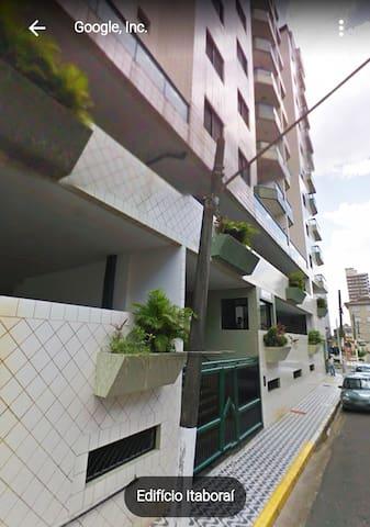 Apartamento muito bem localizado, bairro Ocian.