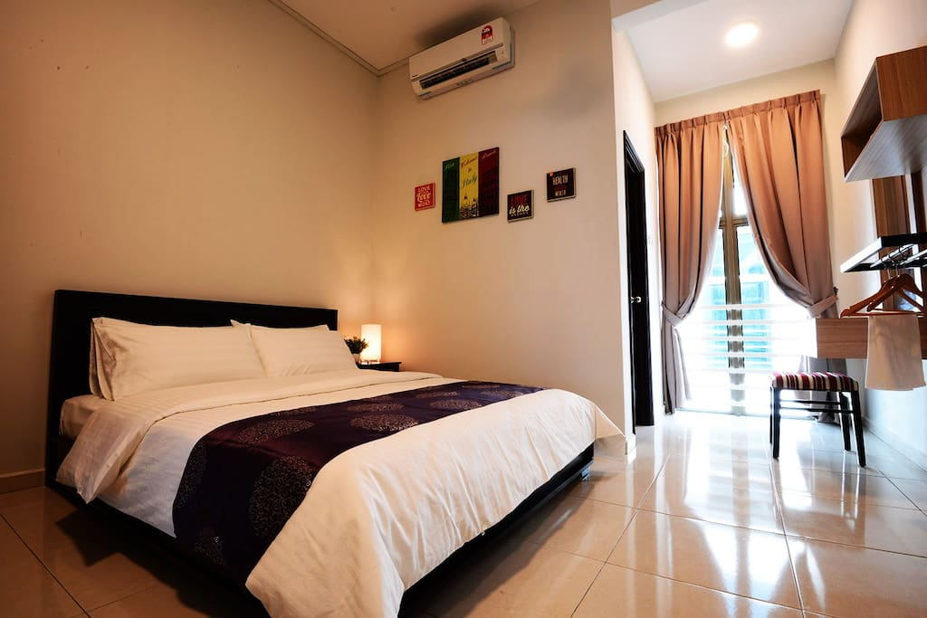 The Bliss Malacca Queen Bedroom - Houses for Rent in