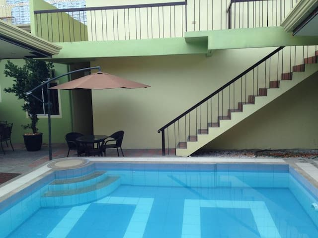BEST RATE IN TOWN,69 steps 2 FIELDS - Angeles - Apartment