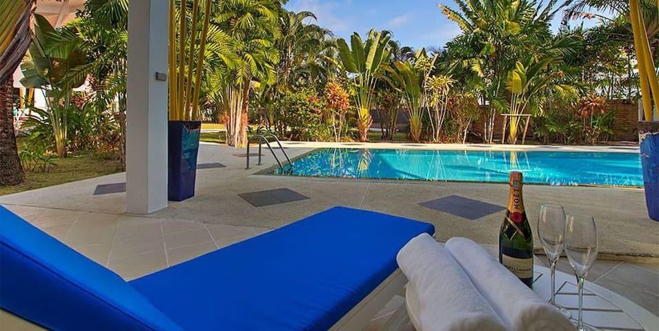 Luxurious Contemporary Tropical 5 bedroom Villa