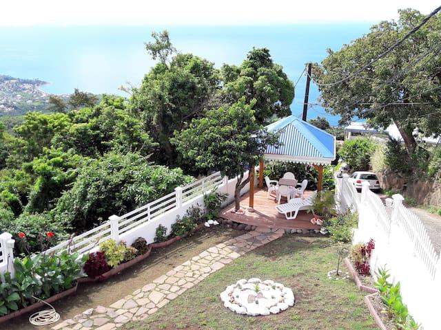 Belle Vue : Grd F3, Calme vue mer, plages  5 mn - Bouillante - Apartment