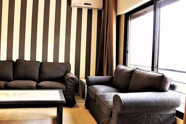 2 bedroom, stylish, furnished apartment