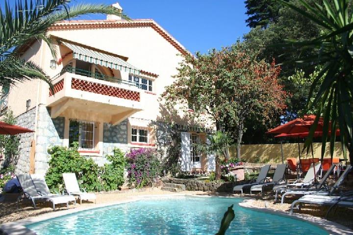 Garden apt private villa with pool Juan les Pins - Antibes - Rumah