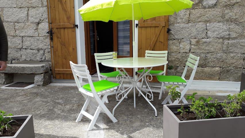 T2  rénové dans village proche  Propriano