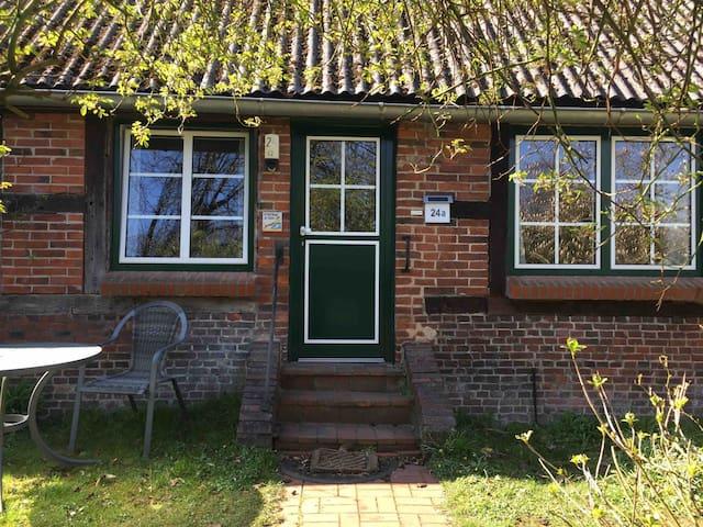 Kleine charmante Ferienwohnung auf dem Künstlerhof