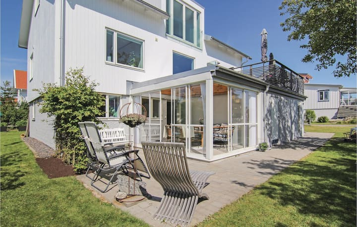 Nice home in Hönö with WiFi and 3 Bedrooms