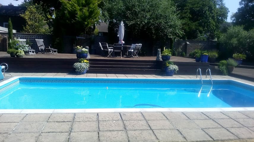 Private annex with heated swimming pool