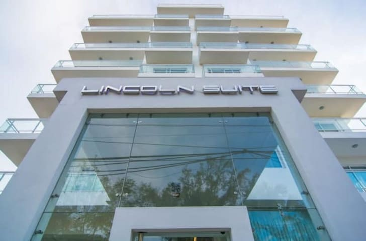 Cozy one bedroom apartment - Lincoln Suite Apt.304