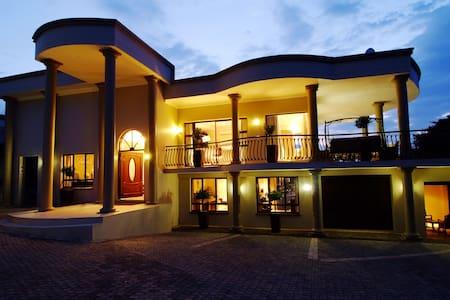 Deluxe 2 - Durban North - Bed & Breakfast