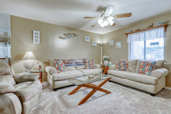 Premium Cleaned | Snowbird-friendly coastal condo with shared pool, tennis, and easy beach access