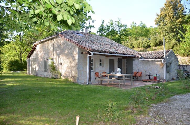 Ravissante maison isolée, en pierre du Quercy - Montbarla