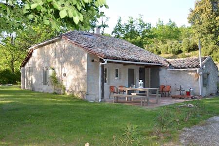 Ravissante maison isolée, en pierre du Quercy - Montbarla - Casa