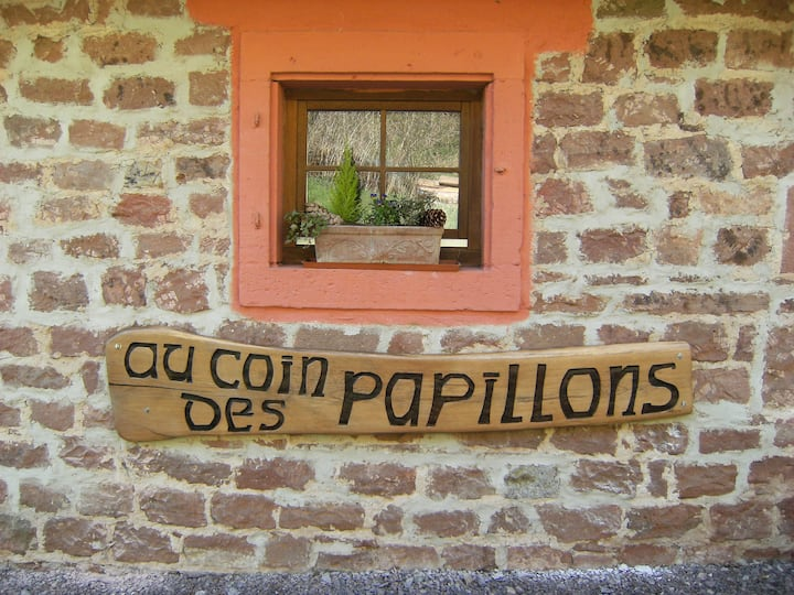 Gîte au Coin des Papillons, surrounded by nature