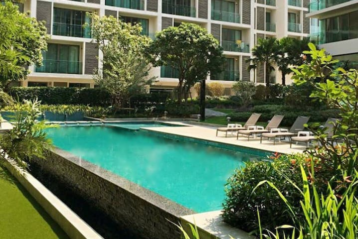 Heart of Nimman luxury Condo2 @wifi/pool/gym/sauna