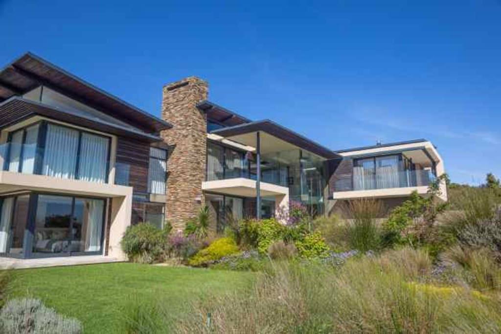 5beds all ensuite and spectacular views of the hills and sea