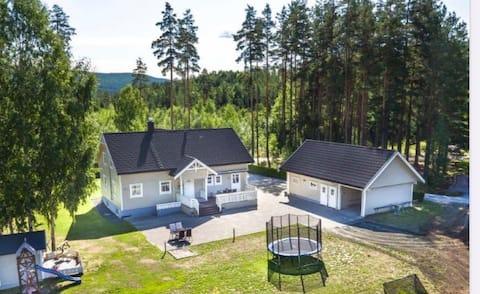 Romslig og barnevennlig leilighet i Bø