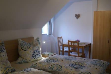 Ferienwohnung mit Bergblick - Sehmatal - Apartament