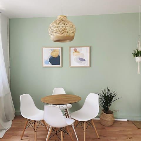 配有綠色庭院的住宅式公寓
