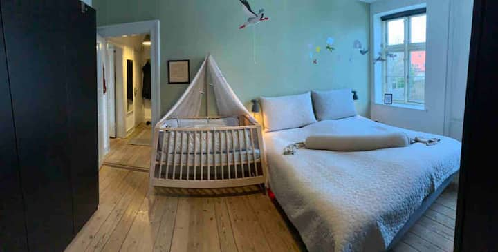 Bright & modern 3-room apt. + crib for small child