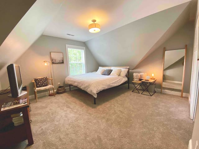 Private Room & Home Office in Heart of St. Louis!