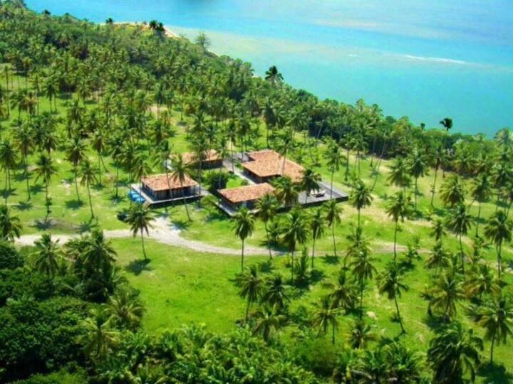 Linda Villa com três Bangalôs em uma das Praias mais Bonitas do Brasil