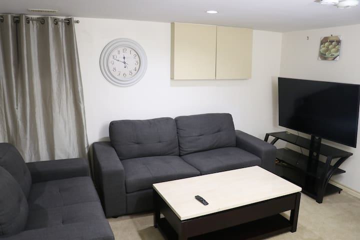Cozy & clean apartment by woodbine beach for cheap