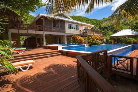 Beautiful British-Colonial Villa on Camp Bay Beach