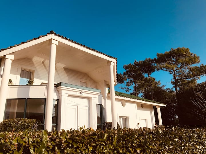 Appartement du golf, piscine, forêt et plage.