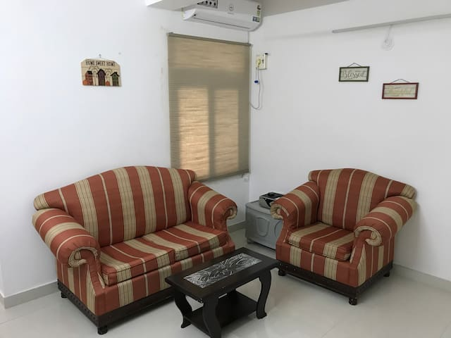 CENTRALLY LOCATED HIP 1 BEDROOM APARTMENT