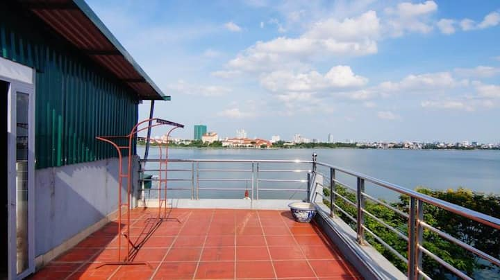 Studio by the westlake with rooftop lakeview