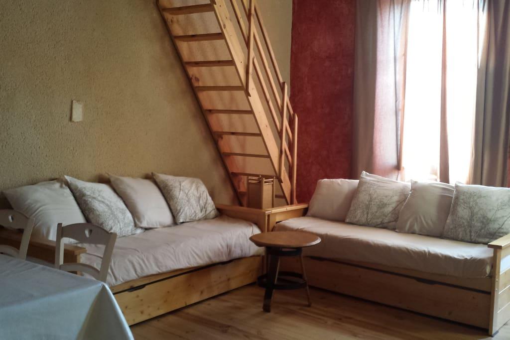 une échelle de meunier permet d'accéder à l'étage mezzanine.