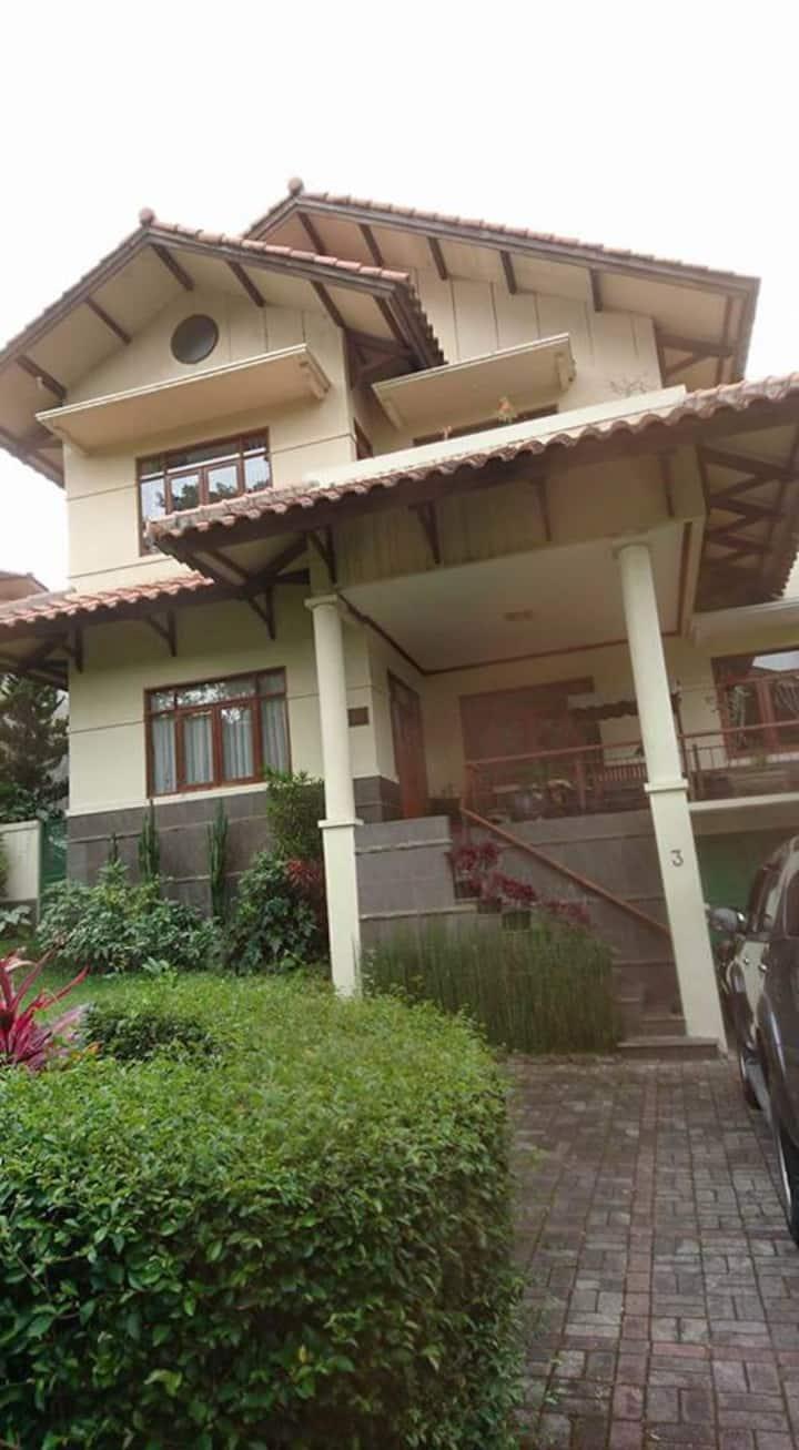 Villa Rumah Kita (5 rooms)