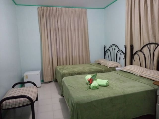 RM2 share kitchen/living/bath, FREE WIFI - Airai - House