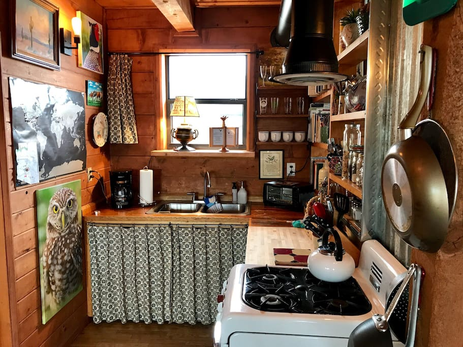 This kitchen might be tiny, but it's fully equipped - complete with a vintage Magic Chef range which works like a dream.