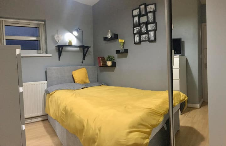 Private Ensuite Room Only 10 Minute Walk To Centre
