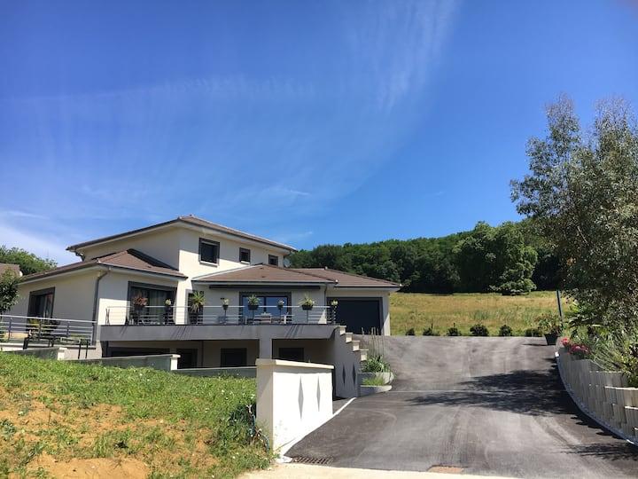 Montmorot villa, 2 ch, 1 sdb privée, 1 entrée ind.