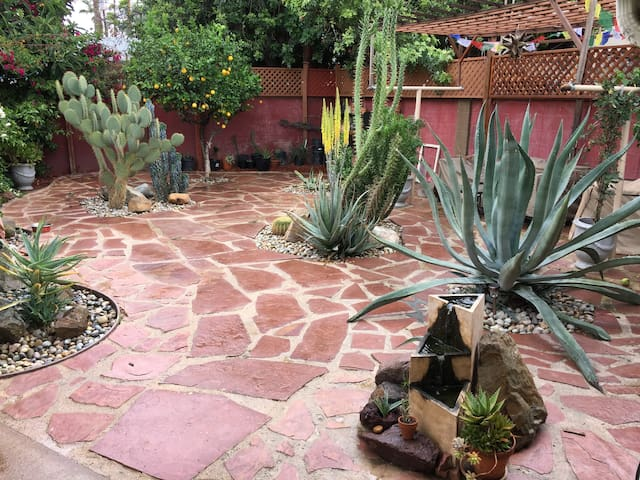 Private quaint 1 bedroom garden home