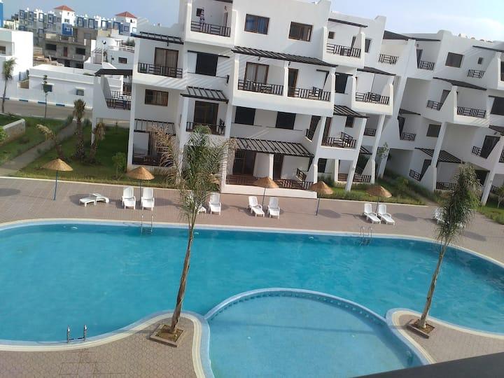 Bel appart traces vue sur piscine à Tamodagolf