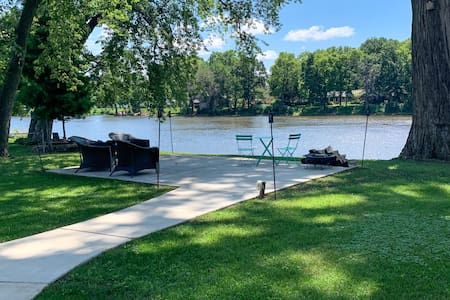 3 BR House on the River with gorgeous views!
