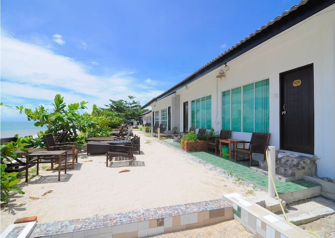 "Beachside ""LabuLabi"" Getaway w/ Private Beach -R.2 - Langkawi - Bungalo"