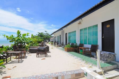 "Beachside ""LabuLabi"" Getaway w/ Private Beach -R.2 - Langkawi - Chalet"
